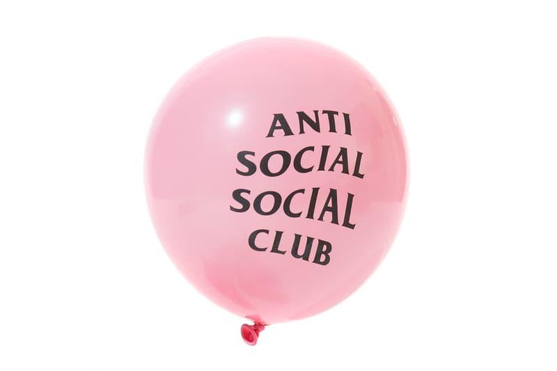 별의 별게 다 있는 안티 소셜 소셜 클럽 2019 봄 여름 액세서리 안전모 양말 로브 풍선 포스트잇 연필 지우개 테이프