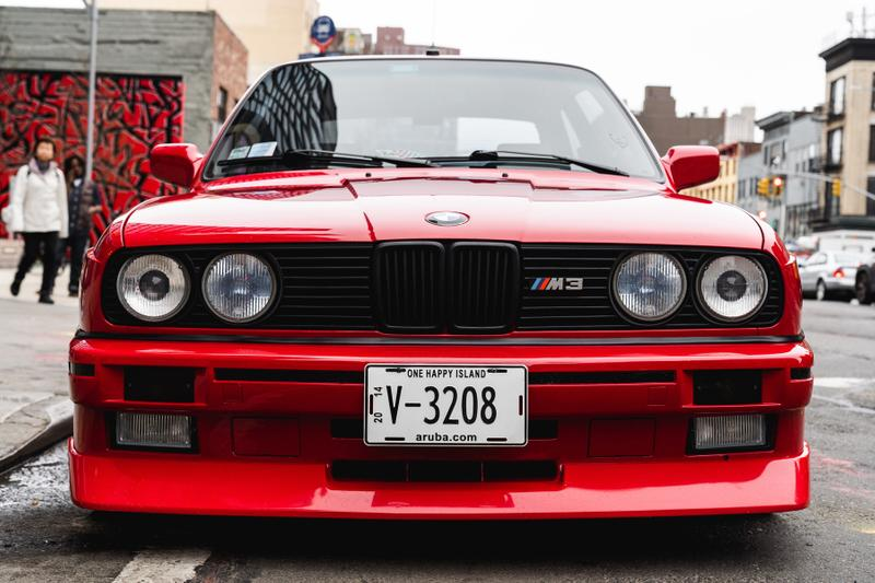 슈프림과 BMW의 협업? 1:1 스케일의 'E30 M3' 실물 공개