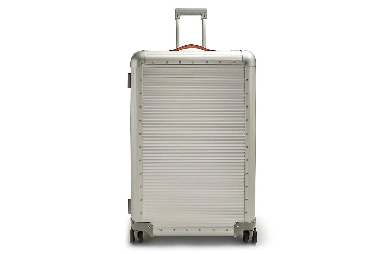 올여름 휴가철 '필수템' 여행용 캐리어 추천 7 리모아 이스트팩 스톤아일랜드 오프 화이트
