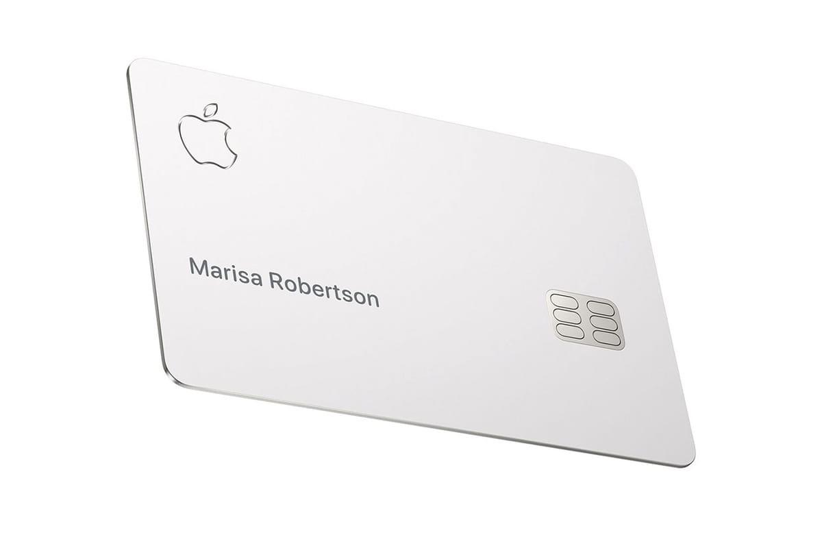 애플 직원들이 직접 공개한 '애플 카드' 실물