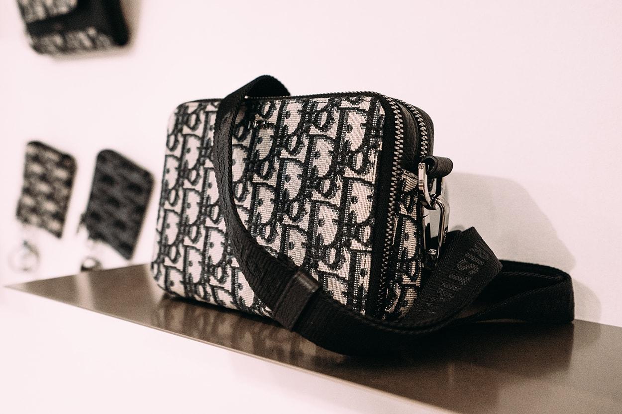 디올 2020 봄 여름 컬렉션 파리 패션위크 리모와 다니엘 아샴 협업 액세서리 스니커 샌들 신발