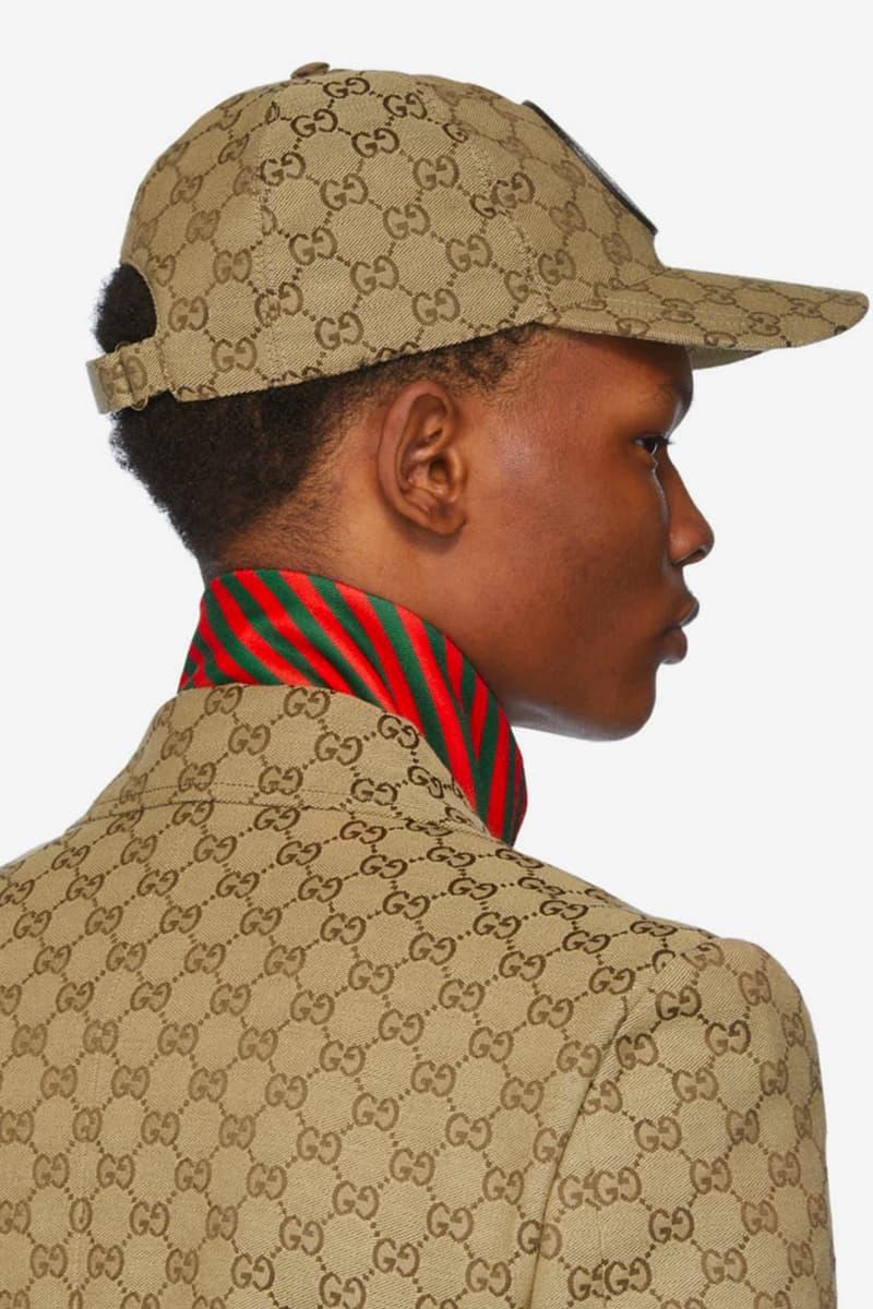 GG 모노그램으로 뒤덮인 구찌의 블레이저, 조거팬츠, 볼캡