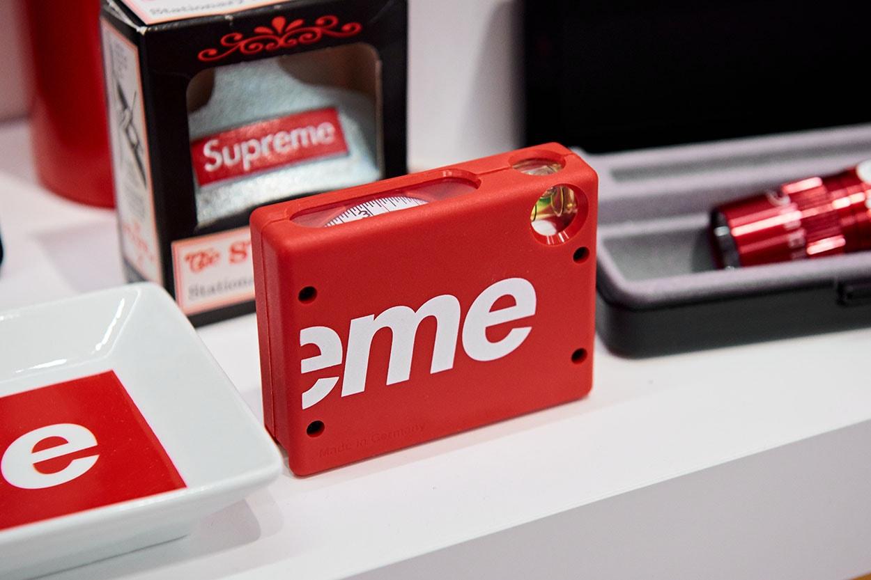 레어바이블루 슈프림 아카이브 전시 아이템 판매 가격 정보
