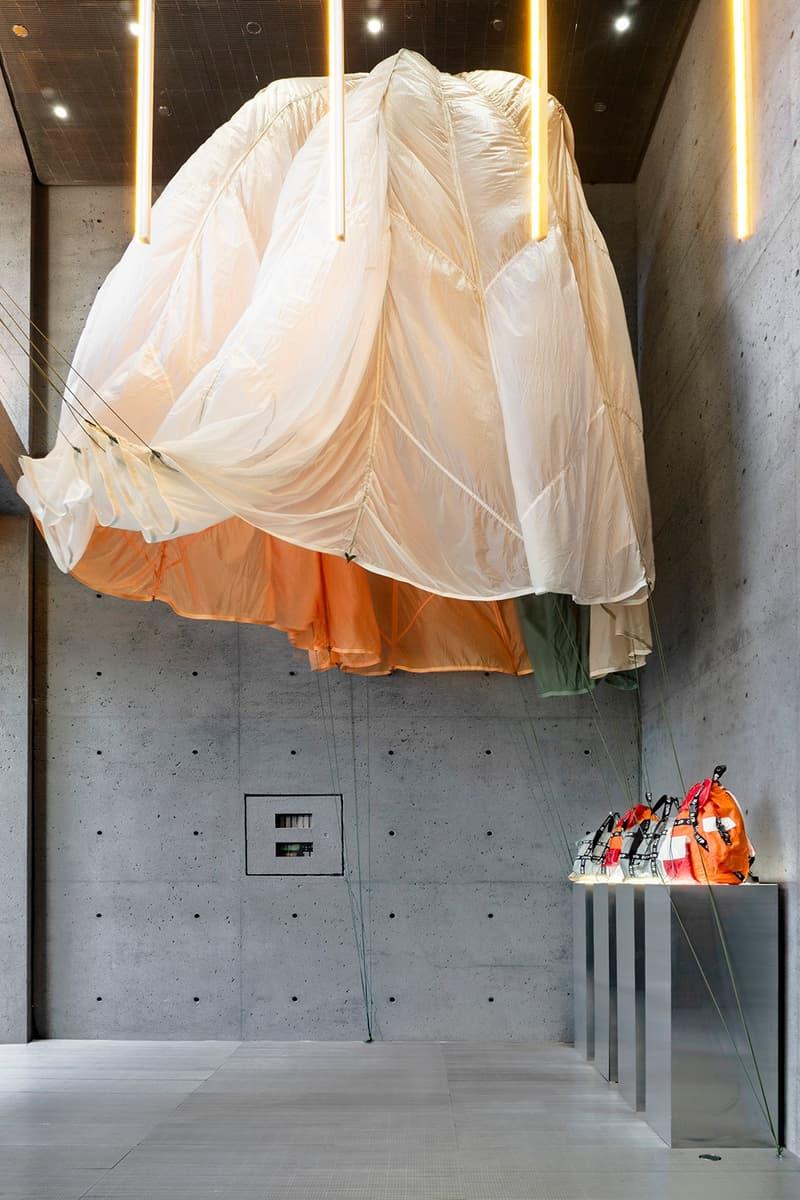 재활용 낙하산으로 제작한 헤론 프레스턴의 '점프' 컬렉션 및 에센스 팝업 정보