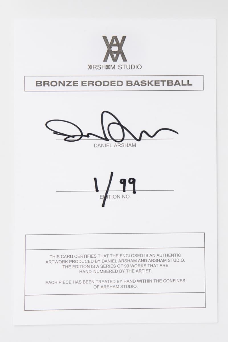 다니엘 아샴의 'BRONZE BASKETBALL' 청동 농구공 조각상 및 젠틀몬스터 협업 안경 케이스
