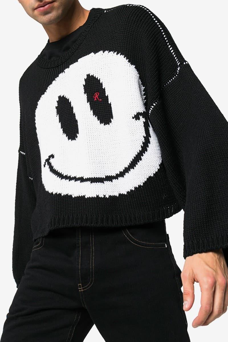 웃는 얼굴로 돌아오다? 라프 시몬스의 새로운 니트 스웨터 출시, 인타시어, 스마일리, 스티치, 자수