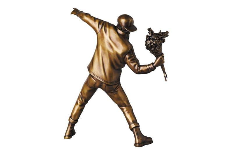 뱅크시의 '꽃을 던지는 사람' 토이 제품 출시, 베어브릭, 메디콤 토이, 동상, 피규어