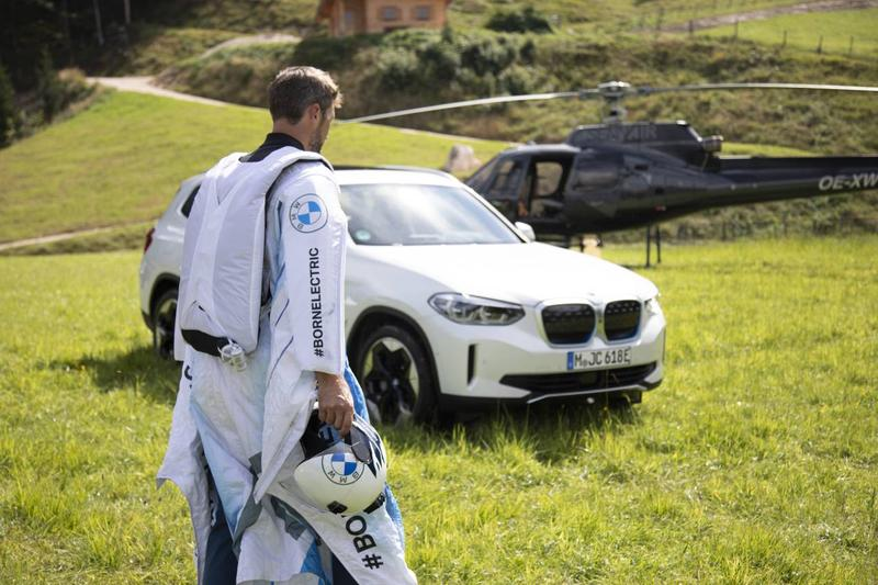 BMW, 약 20마력의 전기 모터 탑재한 윙수트 공개, 전기차
