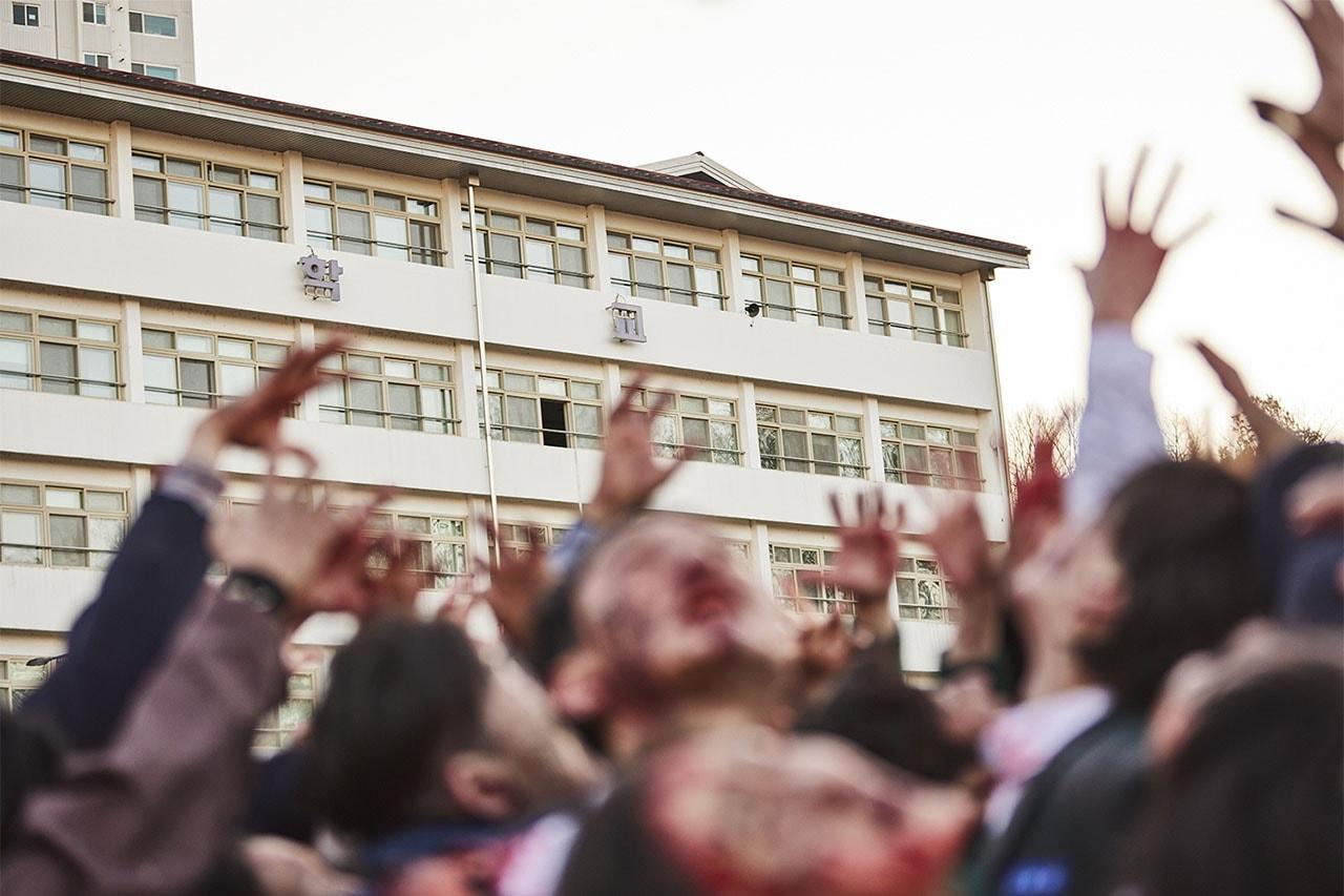 올해 넷플릭스에 공개될 한국 오리지널 시리즈 10, 고요의 바다, D.P., 마이네임, 무브 투 헤븐, 오징어 게임, 좋아하면 울리는, 지구가 망해버렸으면 좋겠어, 지망좋, 지옥, 지금 우리 학교는, 킹덤: 아신전, 공유, 유아인, 전지현, 이정재