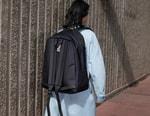 MM6 메종 마르지엘라 x 이스트팩, '뒤집어서 멜 수 있는' 가방 컬렉션 출시